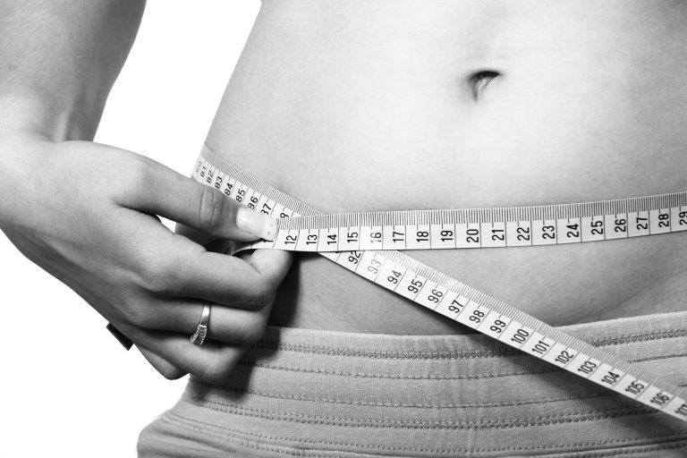 Młody zielony jęczmień – skuteczne wsparcie w walce z nadprogramowymi kilogramami