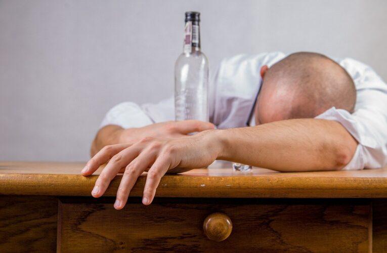 Oczyszczanie organizmu z alkoholu – sposoby na odtrucie